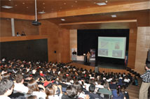 Figure 1: A full auditorium of 280 people attend a presentation by Eduardo Hardy, AUI-NRAO representative in Chile.