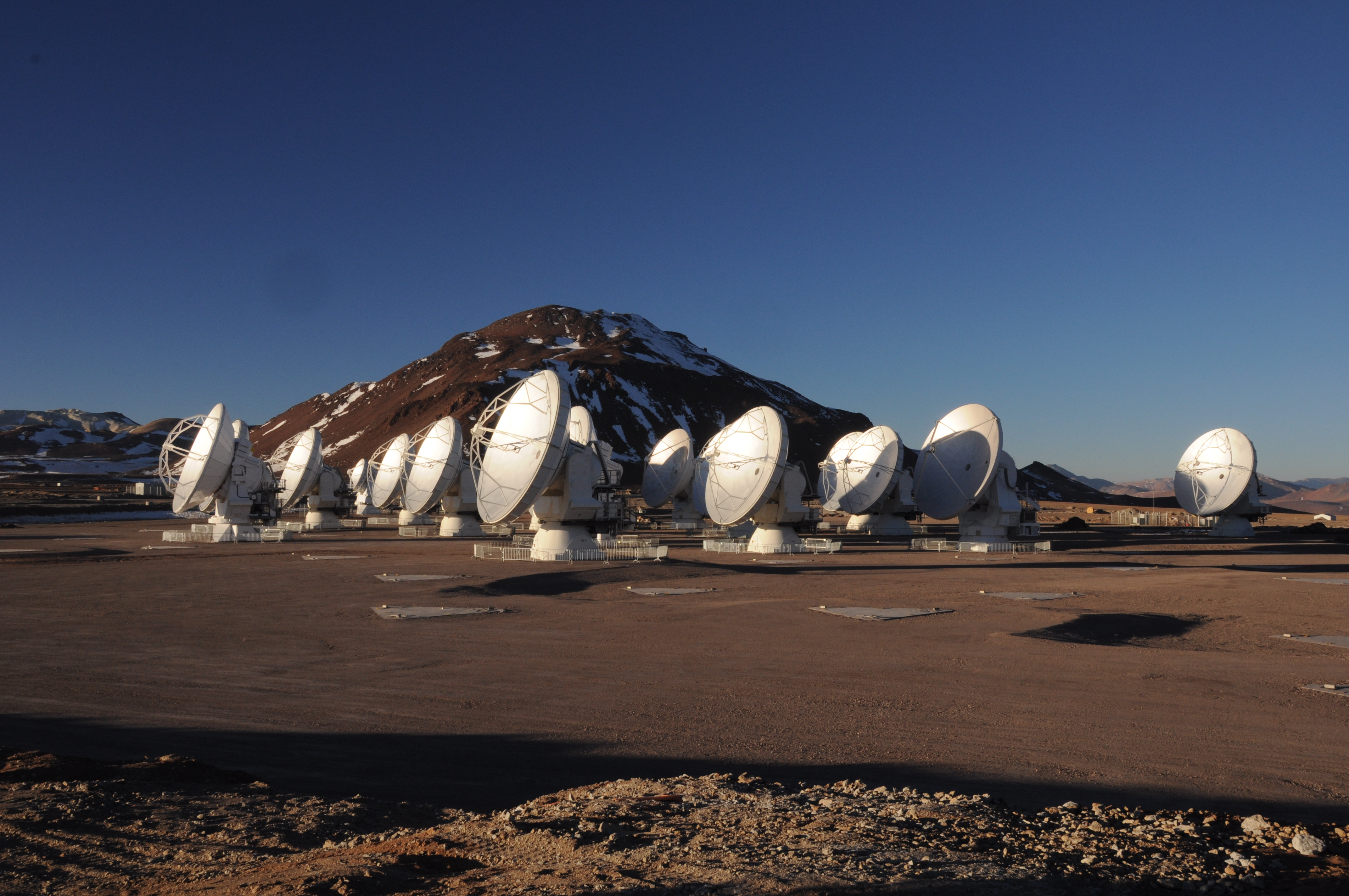Facts About The Very Large Array Hunt For Alien Molecules Scientific American In